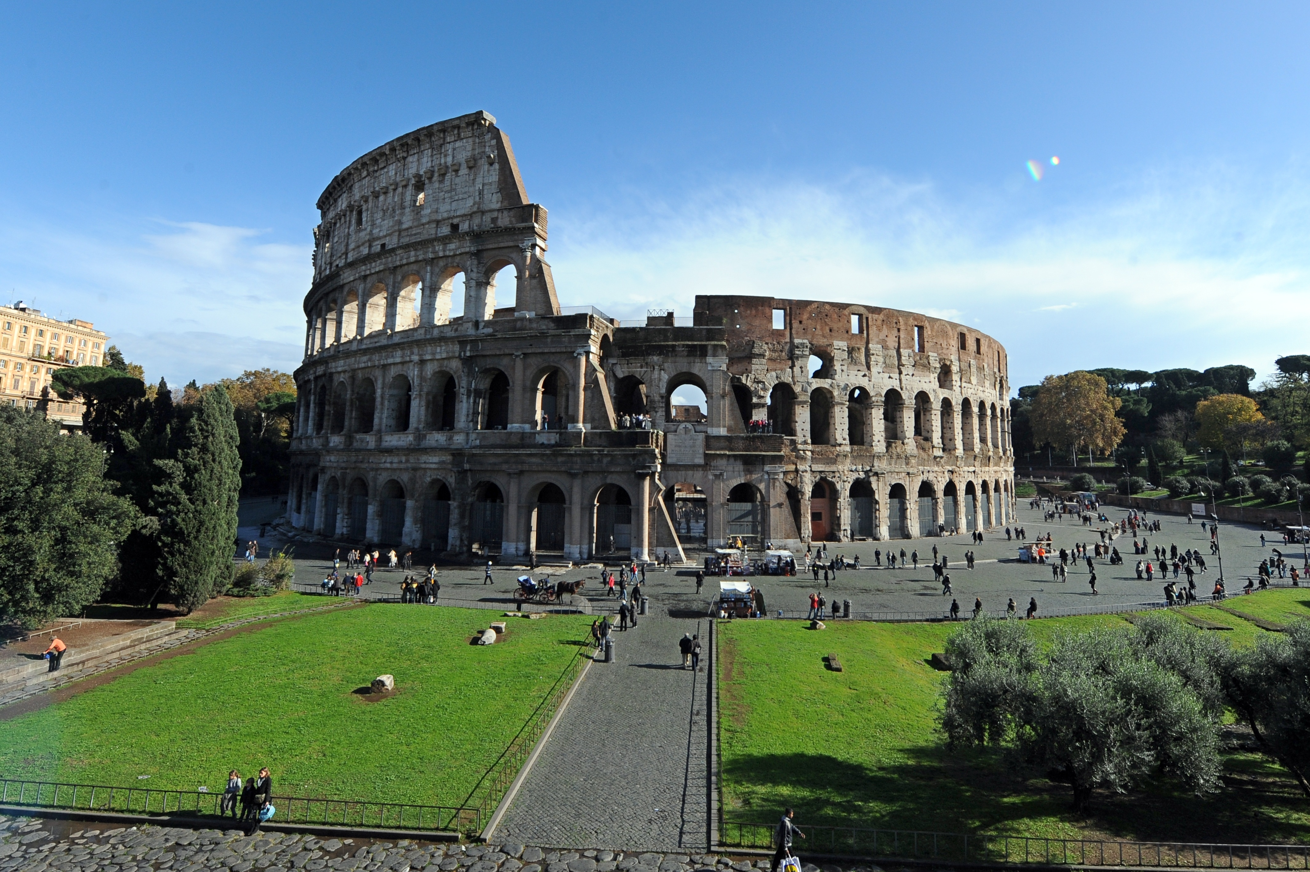 the roman coliseum The roman colosseum and the great fire of rome - the roman colosseum is known by many as one of the most prominent traces of the roman empire, but it.