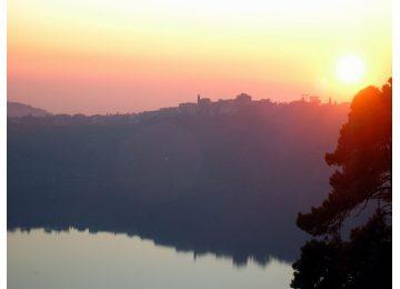 castelli romani tour - 1024px Genzano e lago di Nemi tramonto 360x260 - Castelli Romani Tour