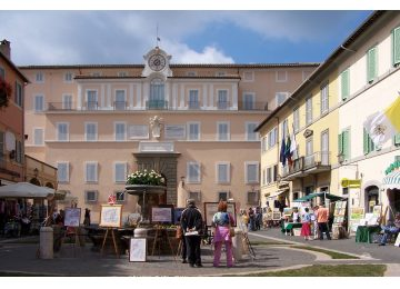 [object object] - Castel Gandolfo BW 3 360x260 - Castel Gandolfo and Pope blessing Tour