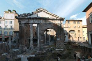 Roma tour a piedi nel quartiere del Ghetto roma tour a piedi nel quartiere del ghetto - Ghetto Portico dOttavia Medium 300x199 - Roma tour a piedi nel quartiere del Ghetto