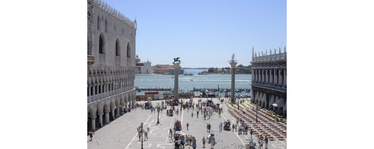 gli stranieri a venezia - Stranger in Venice visiting to Greek and Dalmatic Scuole 1200x480 - Gli stranieri a Venezia