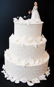 Rome wedding packages [object object] - torta con cake toppers 188x300 - Rome wedding packages