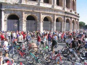 Roma Tour in bicicletta di 6 ore: Parco Appia Antica e Acquedotti roma tour in bicicletta di 6 ore: parco appia antica e acquedotti - critical mass roma1 300x225 - Roma Tour in bicicletta di 6 ore: Parco Appia Antica e Acquedotti