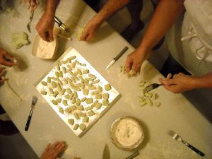 Rome cooking classes - Cooking classes with a professional chef, Private Cooking courses a gastronomic cultural experiences in Rome. Private Lessons rome cooking classes - COOKING CLASS 300x225 - Rome Cooking classes
