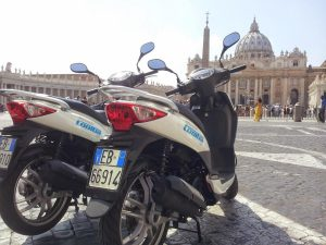 Rome scooter tours full day, private tour of Rome in scooter. Discover Rome riding a scooter to visit the best of Rome with a guided tour. Escorted scooter tour rome scooter tours - Cooltra Vatican S - Rome scooter tours full day – Rome private tour in scooter