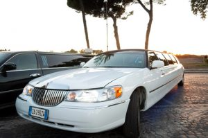 tour a roma in limousine - Lincoln Vip White Edition 8 seats 300x199 - Tour a Roma in limousine