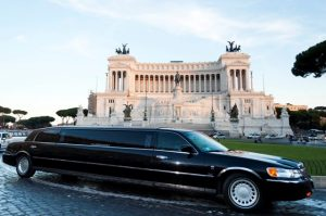 tour a roma in limousine - Lincoln Wave Black Edition 8 seats 300x199 - Tour a Roma in limousine